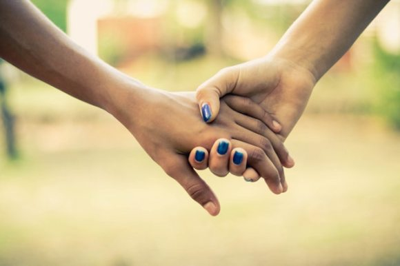 two-people-holding-hands-1101732